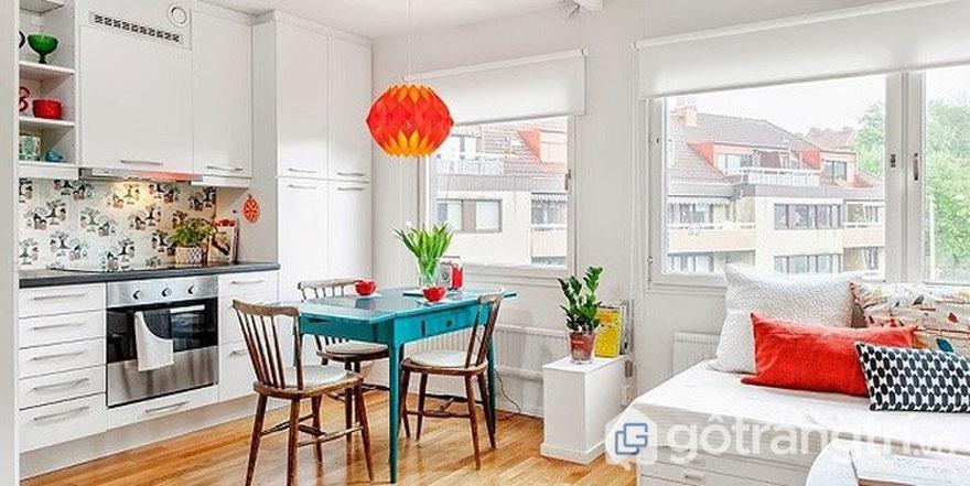 Ngôi nhà phong cách retro với khu vực ăn uống thiết kế liền kề với phòng khách (Ảnh: Internet)