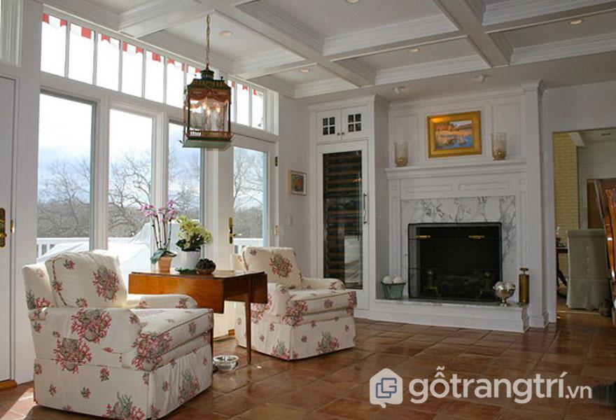Tone màu đất của gạch nung tôn lên sự mộc mạc cho phòng khách (Ảnh: Internet)