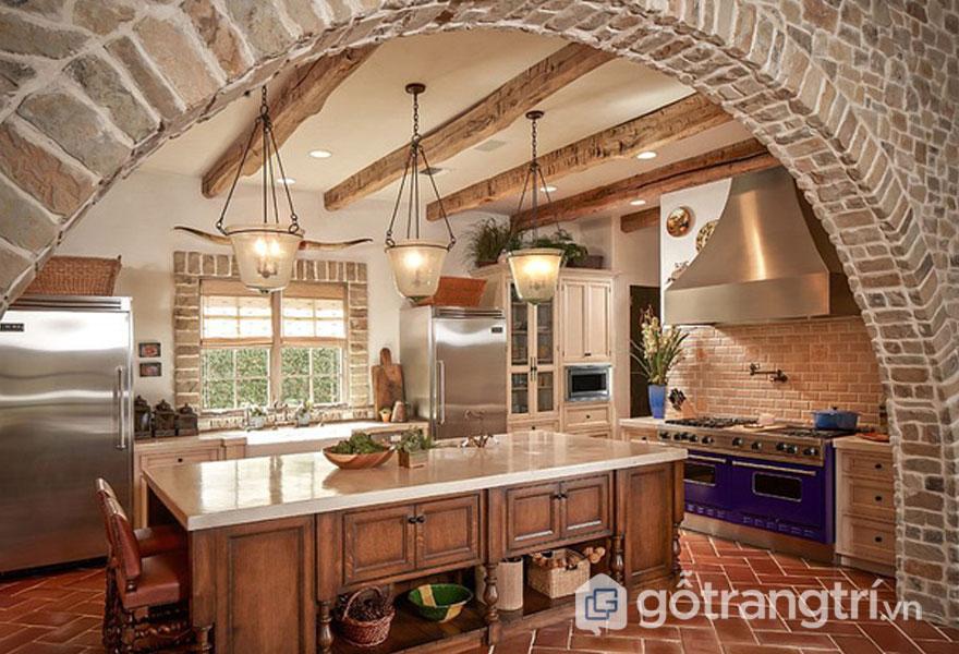 Phòng bếp ốp tường từ những viên đá nhỏ mang đến sự mộc mạc (Ảnh: Internet)