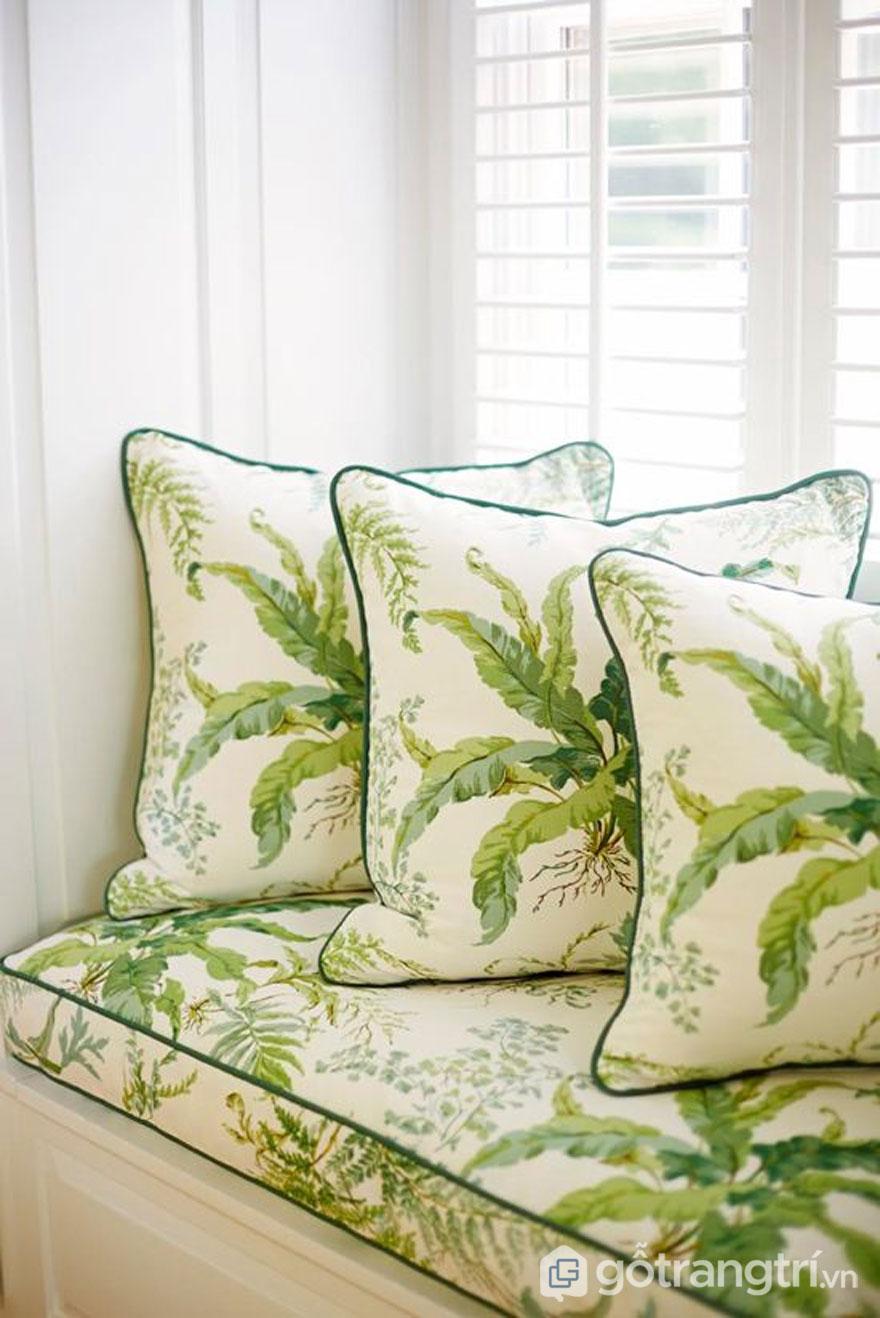 Gối sofa có họa tiết màu xanh lá cây bắt mắt (Ảnh: Internet)