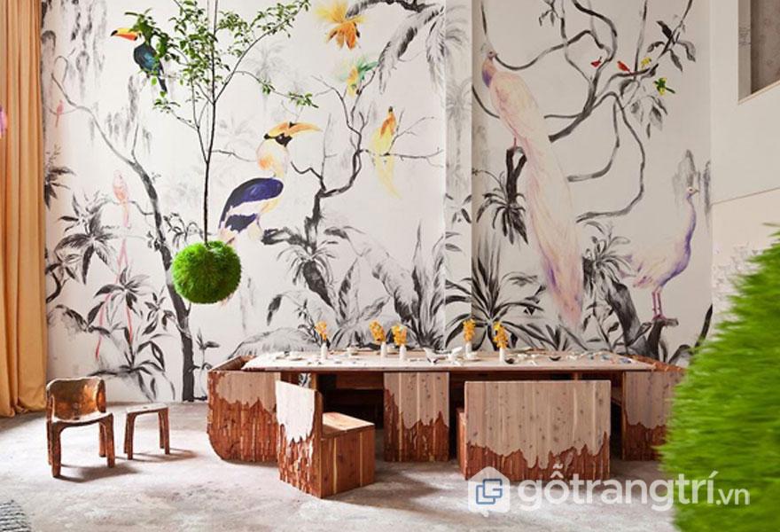 Bức tranh tường với cỏ cây hoa lá, chim muông (Ảnh: Internet)