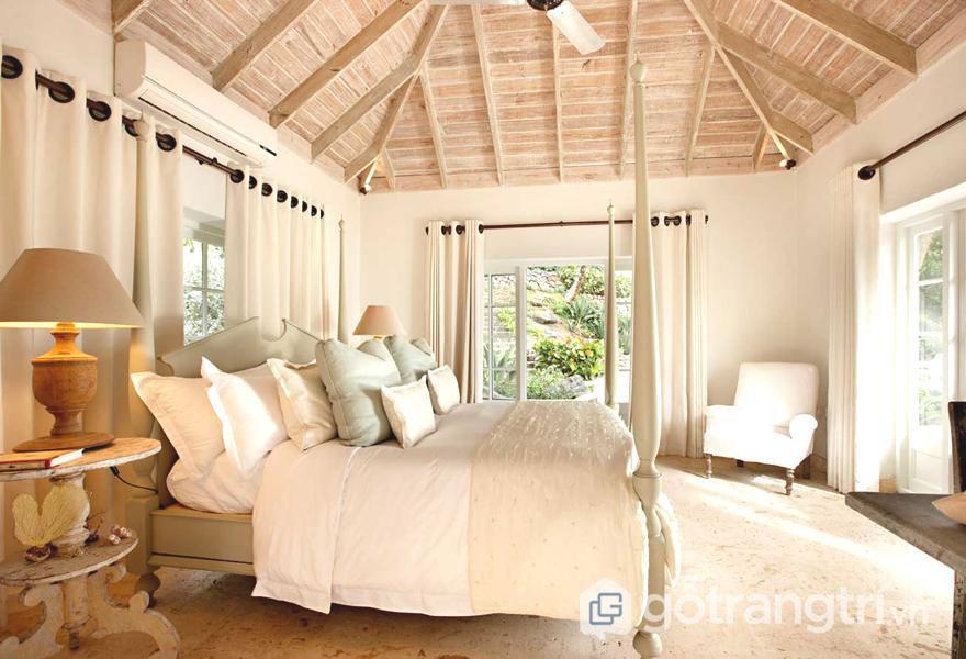 Phòng ngủ được sử dụng sắc trắng làm nổi bật những đồ nội thất ở trong nhà (Ảnh: Internet)