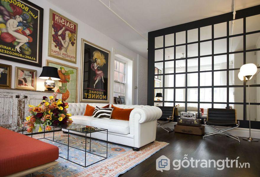 Mẫu phòng khách Vintage lấy điểm nhấn là dòng bàn ghế nội thất cổ điển, họa tiết trang trí trên tường (Ảnh: Internet)