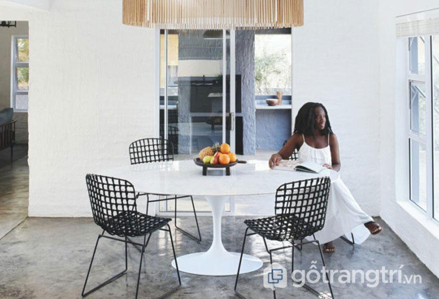 Ngôi nhà này được bài trí theo phong cách nội thất wabi-sabi và trang trí nội thất châu Phi (Ảnh: Internet)