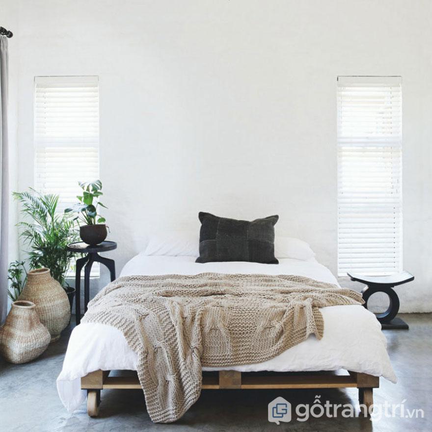 Phòng ngủ lớn với tông màu trắng nhã nhặn (Ảnh: Internet)