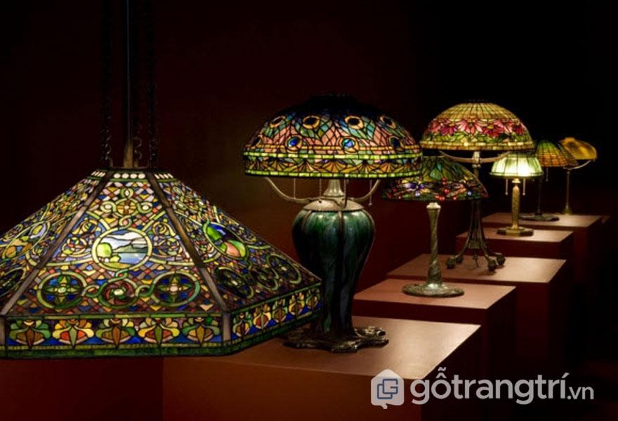 Đèn Tiffany mang phong cách nghệ thuật đậm chất Art Nouveau (Ảnh: Internet)