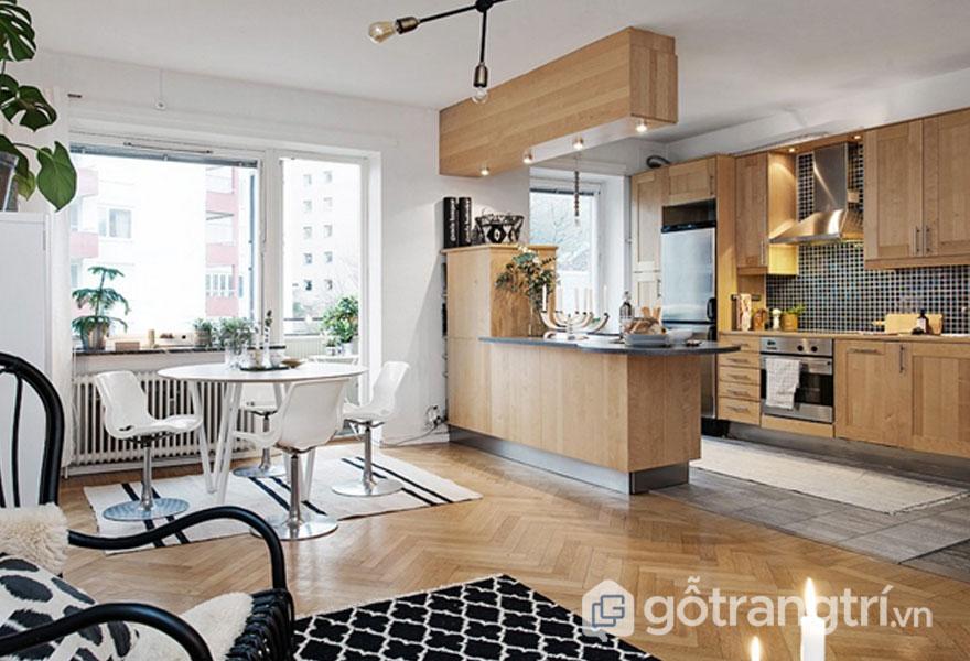 Phòng bếp sử dùng màu trắng để trang trí bức tường nhà. Và đồ nội thất gian bếp đều được làm từ chất liệu gỗ với tông màu nâu sáng ấm cúng, gần gũi (Ảnh: Internet)