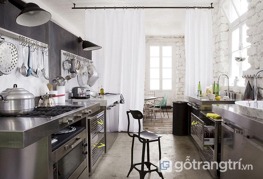 Phòng ăn công nghiệp nổi bật với sắc trắng và đen (Ảnh: Internet)