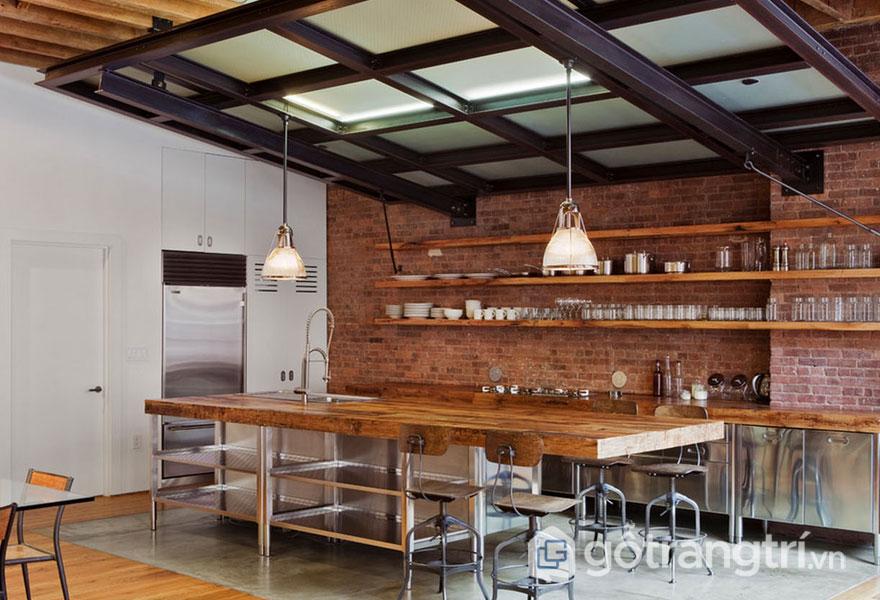 Căn bếp công nghiệp được sử dụng mặt bàn bằng gỗ, chân bàn và tủ bếp được làm từ kim loại (Ảnh: Internet)
