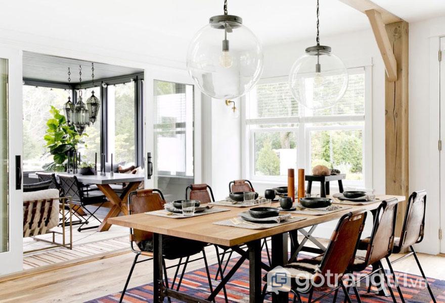 Phòng ăn nổi bật với sắc trắng và đen thả trần (Ảnh: Internet)