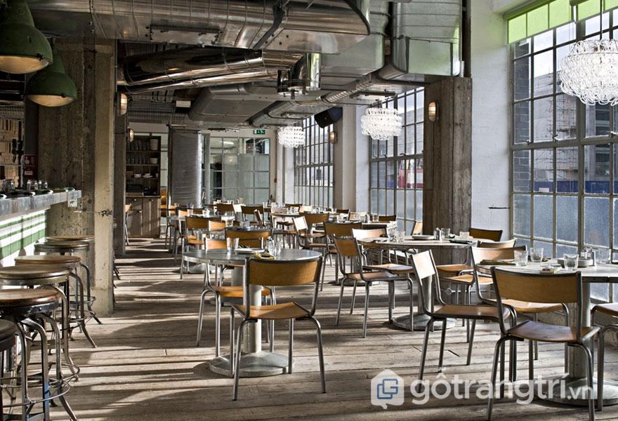 Quán cafe này được sử dụng sàn gỗ (Ảnh: Internet)