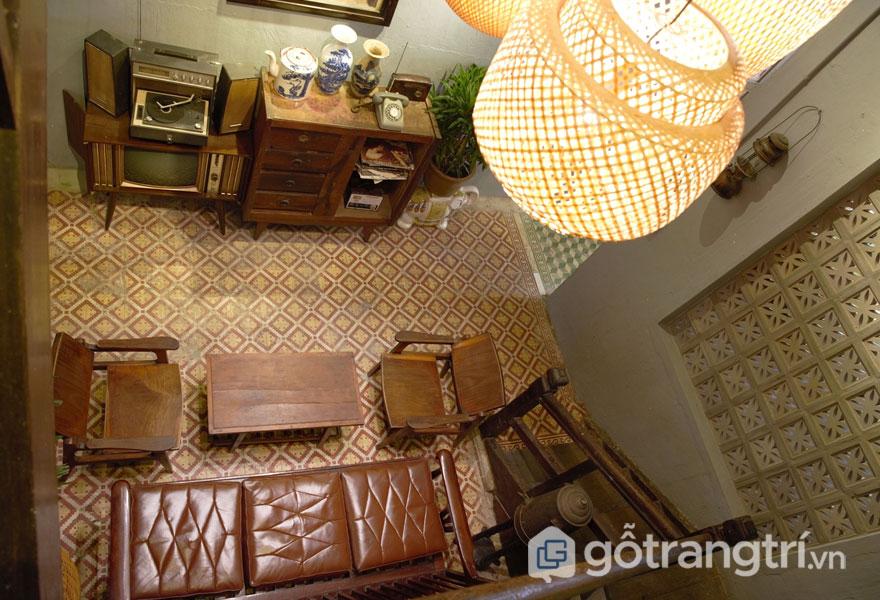 Phong cách retro trong thiết kế nội thất của quán cafe lát sàn gạch bông (Ảnh: Internet)