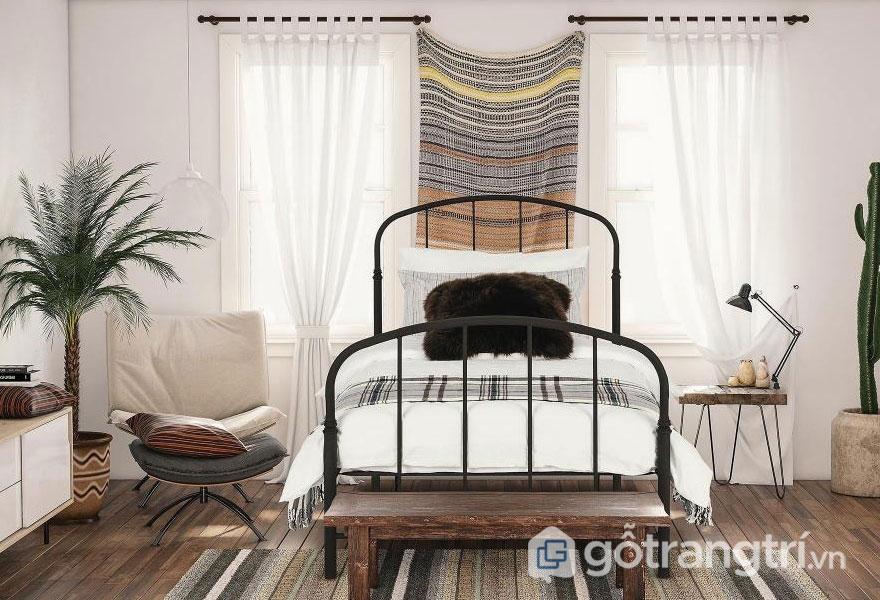 Màn cửa bằng vải là chất liệu khá quen thuộc của phòng ngủ phong cách Rustic (Ảnh: Internet)