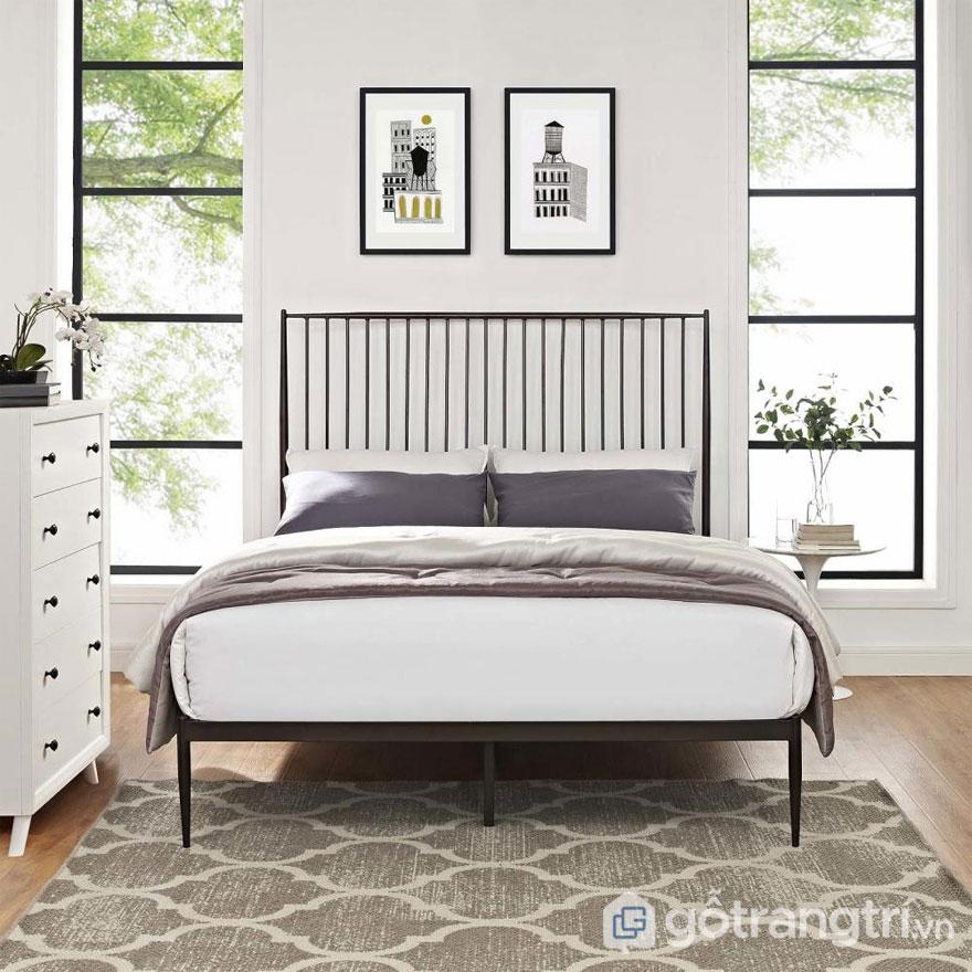 Phòng ngủ đậm chất Rustic với giường ngủ đặt cạnh cửa sổ lớn, chan hòa thiên nhiên (Ảnh: Internet)
