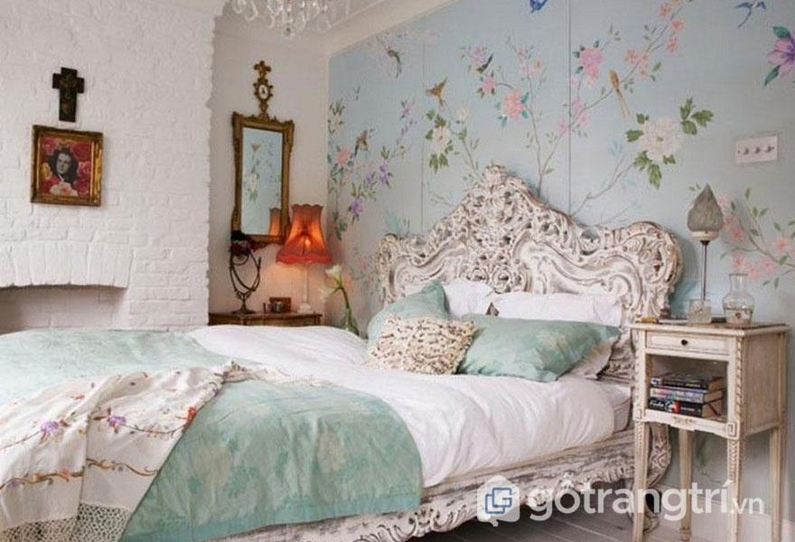 Phòng ngủ vintage giấy dán tường họa tiết hoa lá đặc sắc (Ảnh: Internet)