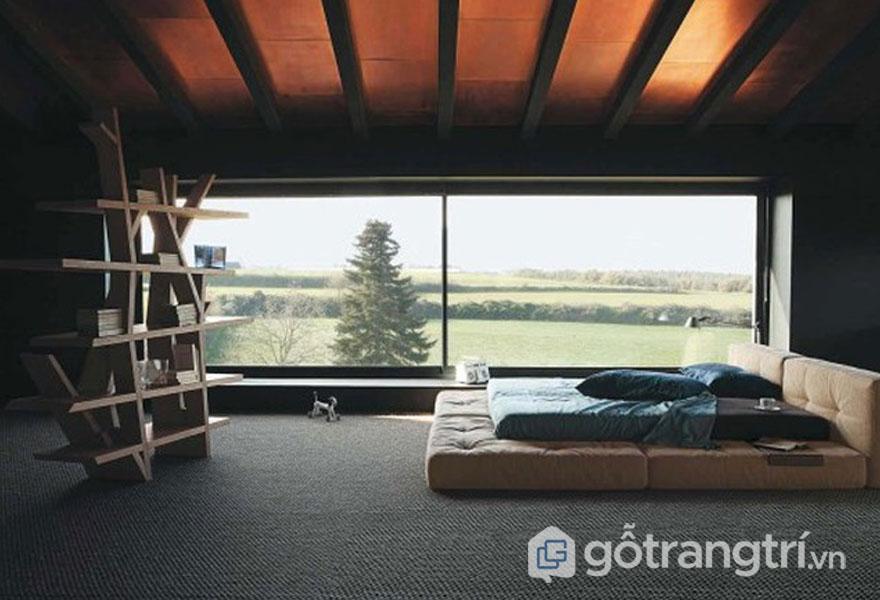 Khung cửa sổ thiết kế rộng lớn để bạn có thể ngắm khung cảnh thiên nhiên (Ảnh: Internet)