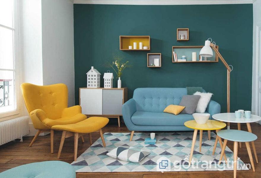 Phong cách nội thất retro khá nhẹ nhàng với tông màu vàng, xanh lơ bắt mắt trong căn phòng khách (Ảnh: Internet)