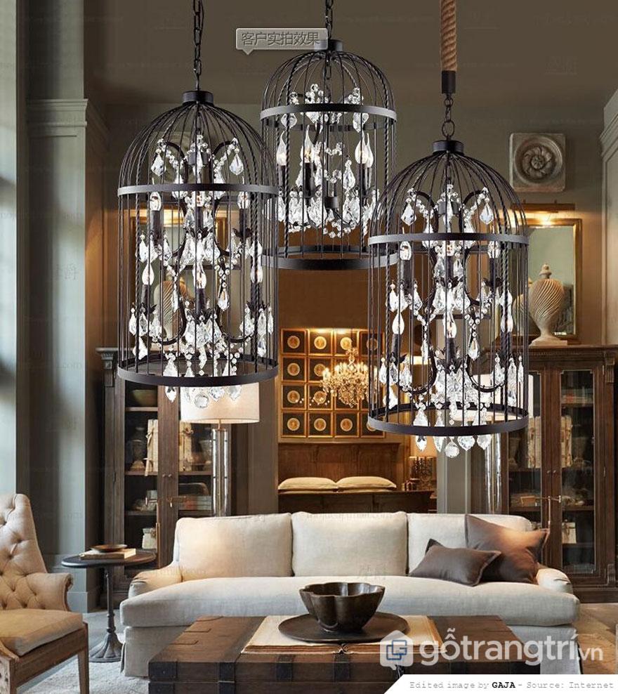 Phong cách retro trong thiết kế nội thất chú trọng đến hệ thống ánh sáng đèn chùm (Ảnh: Internet)