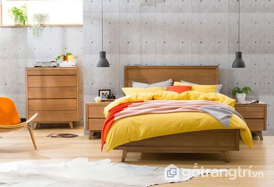 Gối, ga, đệm giường sắc vàng nổi bật (Ảnh: Internet)