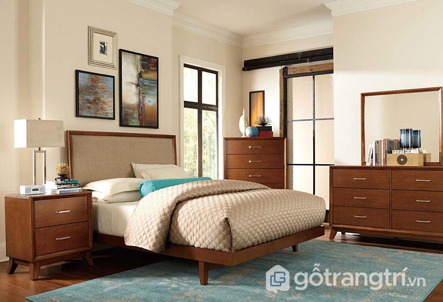 Phòng ngủ thiết kế đơn giản nổi bật tông màu nâu trầm (Ảnh: Internet)