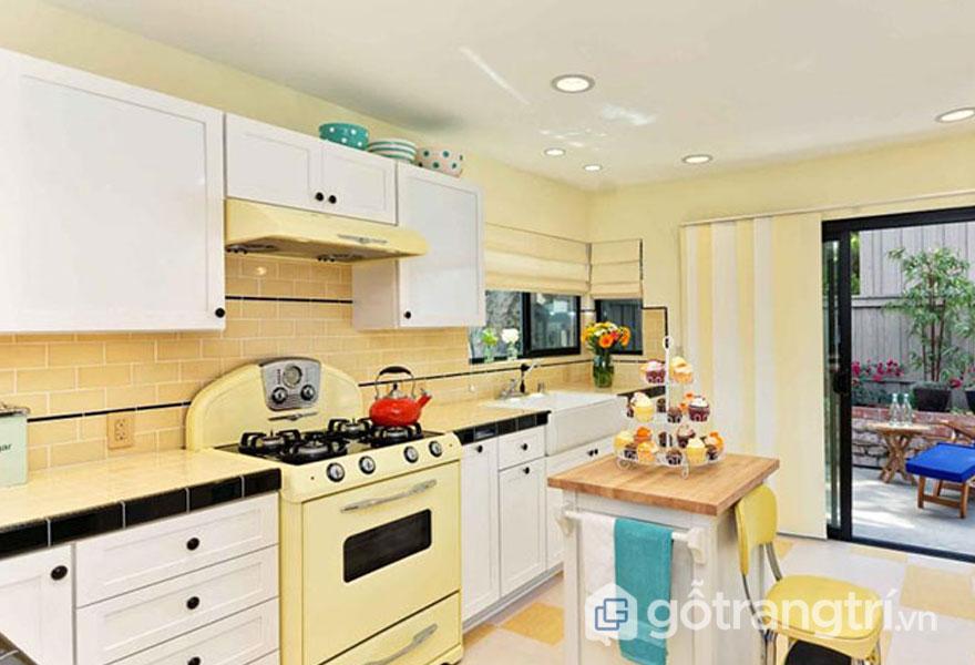 Phòng bếp retro mang 1 vẻ đẹp trẻ trung với gam màu vàng tươi sáng (Ảnh: Internet)