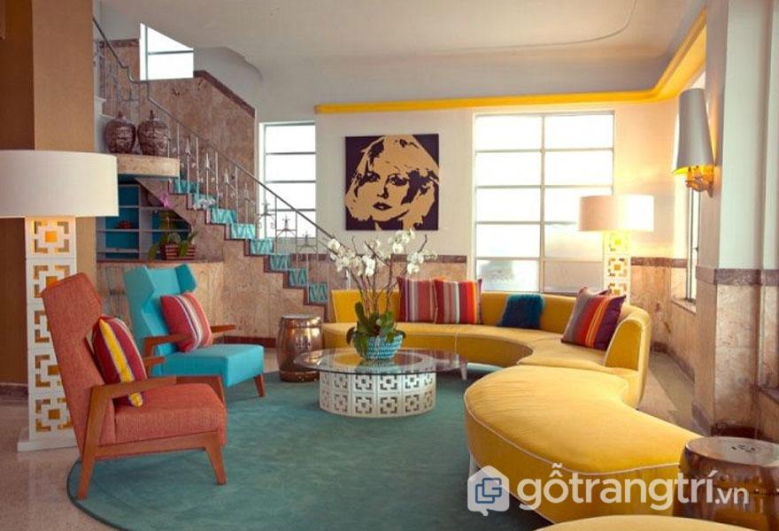 Gam màu phòng khách với sắc vàng, hồng đất nổi bật mang đặc trưng phong cách retro style (Ảnh: Internet)
