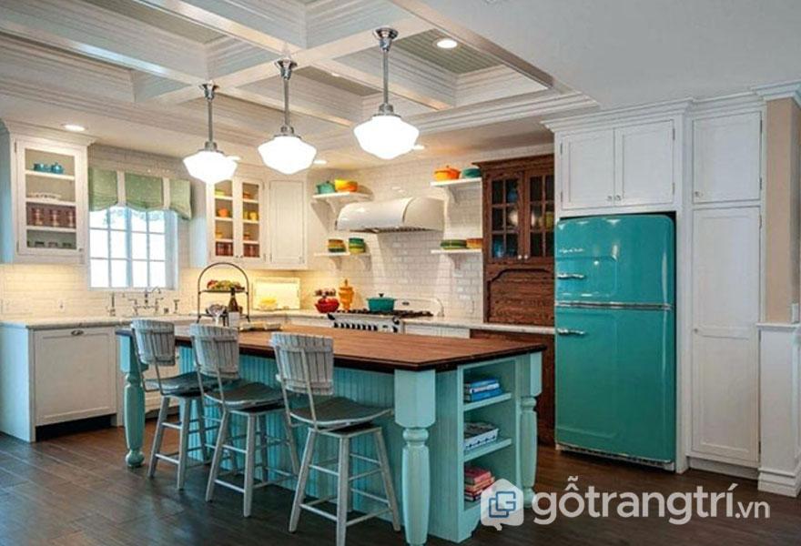 Phòng bếp retro tô điểm với 2 gam màu trắng - xanh (Ảnh: Internet)