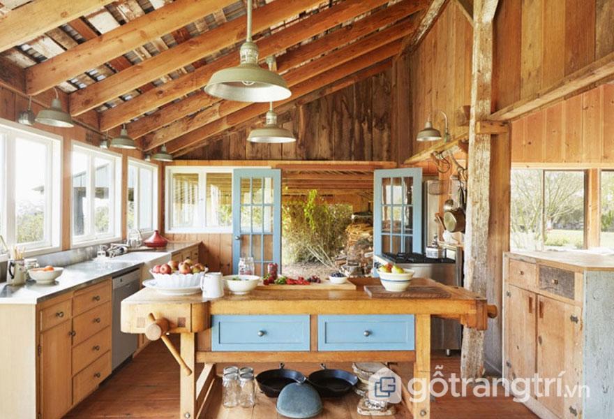 Xà dầm gỗ trên trần bếp (Ảnh: Internet)