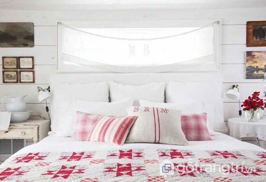 Phòng ngủ vintage thiết kế vô cùng nữ tính, với ga trải giường họa tiết đẹp mắt (Ảnh: Internet)