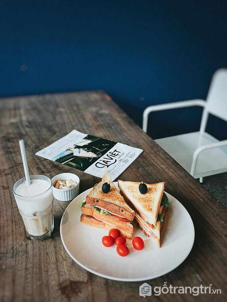 Đồ uống và đồ ăn hấp dẫn (Ảnh: Fanpage La Viet Coffee Saigon)