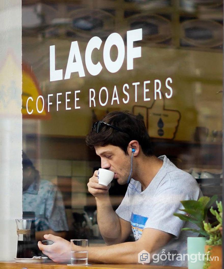 Bạn vừa có thể nghe nhạc lại thưởng thức hương vị coffe theo cách riêng của mình (Ảnh: internet)