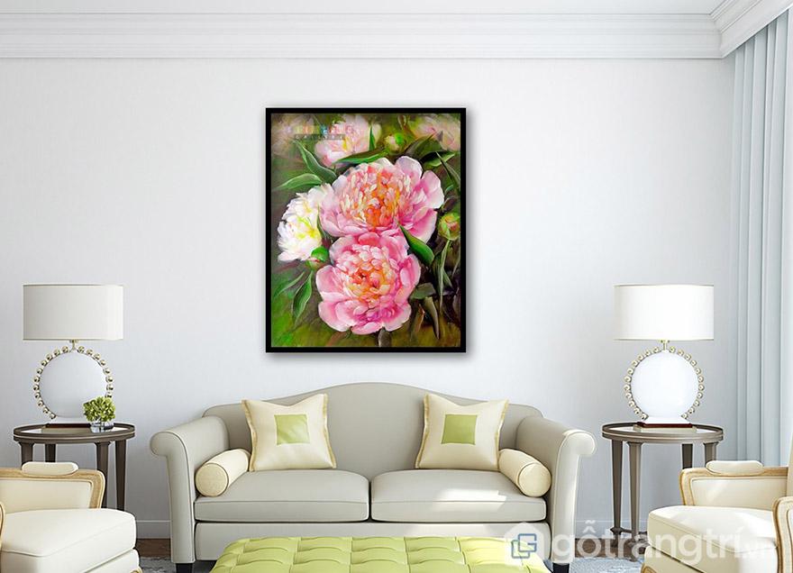 Bức tranh đẹp nhất khi đủ ánh sáng và có góc treo đẹp, là trung tâm của căn phòng.