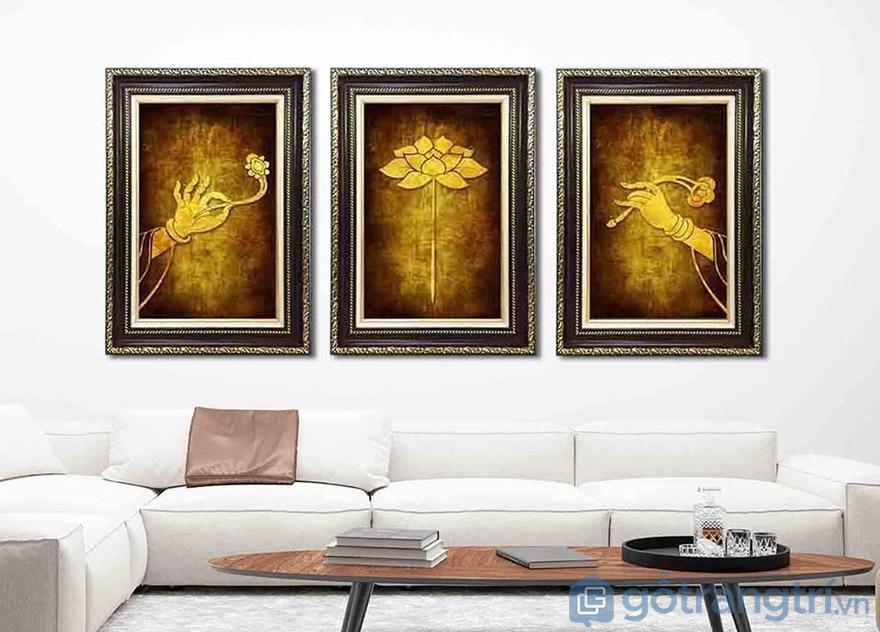 Màu vàng kim tạo nên thần thái sang trọng và cổ điển cho không gian phòng khách.