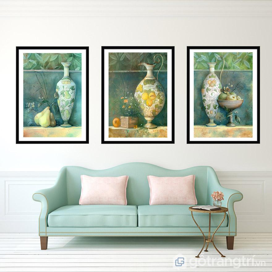 Tranh tĩnh vật giúp không gian phòng khách thêm cổ kính, thêm phần hiện đại và sang trọng.