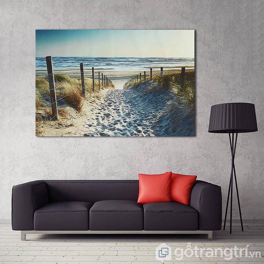 Phòng khách là không gian nên dùng tranh nghệ thuật về phong cảnh để tạo điểm nhấn.