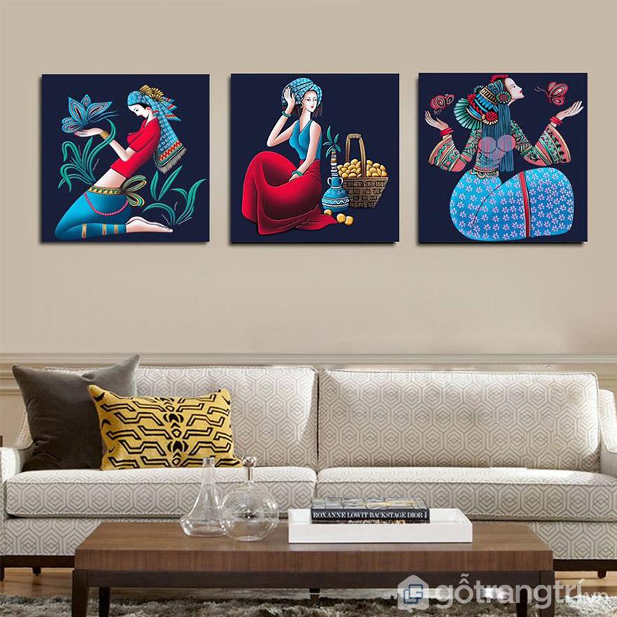Tranh nghệ thuật 3 cô gái tạo sự sang trọng cổ điển cho phòng khách.