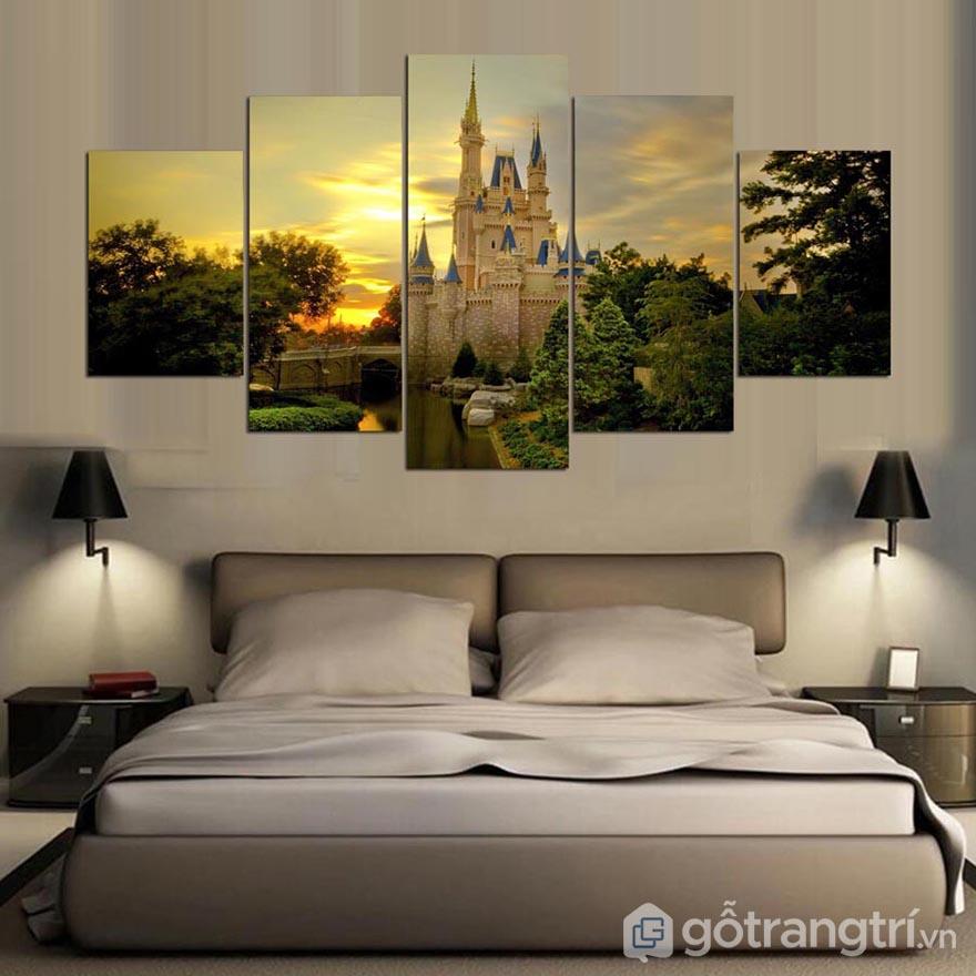Tranh nghệ thuật phòng ngủ sẽ tạo nên điểm nhấn mới lạ, nên chọn màu trầm để luôn an giấc.