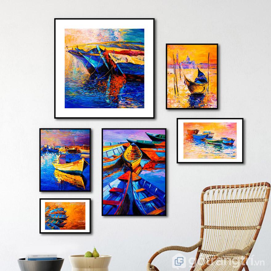 Kết hợp tranh in công nghệ cao với vẻ đẹp của tranh sơn dầu để tạo nên góc phòng khách đẹp ấn tượng.