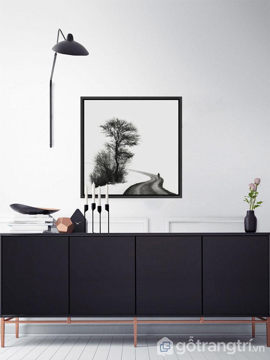 Tranh nghệ thuật đen trắng hợp với không gian hiện đại.