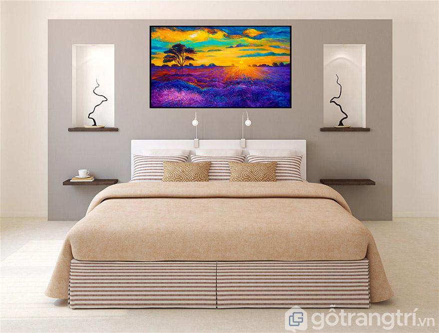 Phòng khách hay phòng ngủ đều có thể dùng tranh nghệ thuật hiện đại.