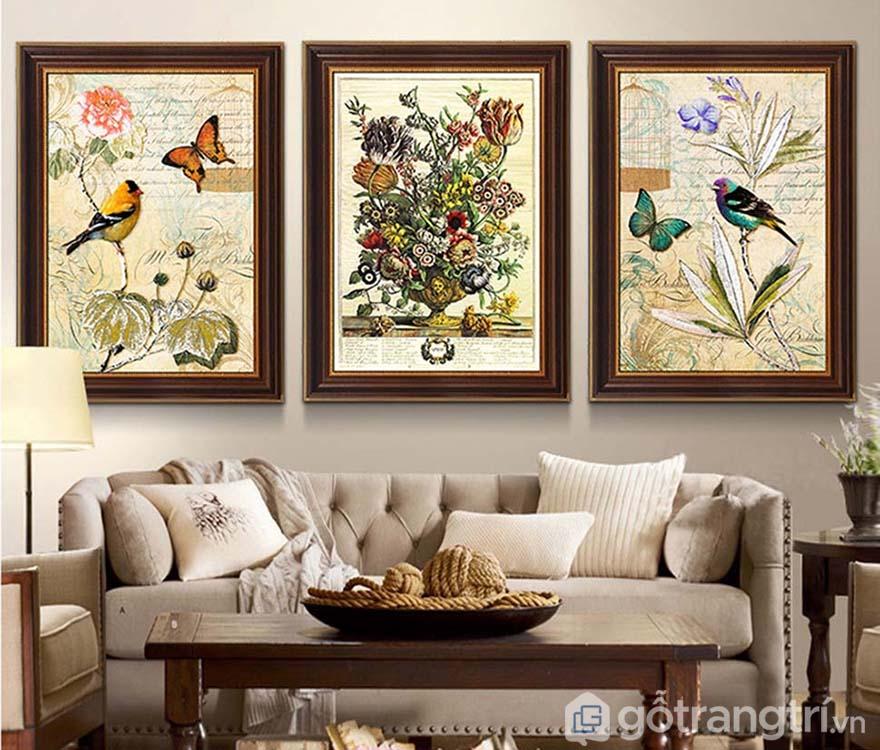 Có rất nhiều bức tranh nghệ thuật nổi bật hơn hẳn nhờ vào phần khung tranh.