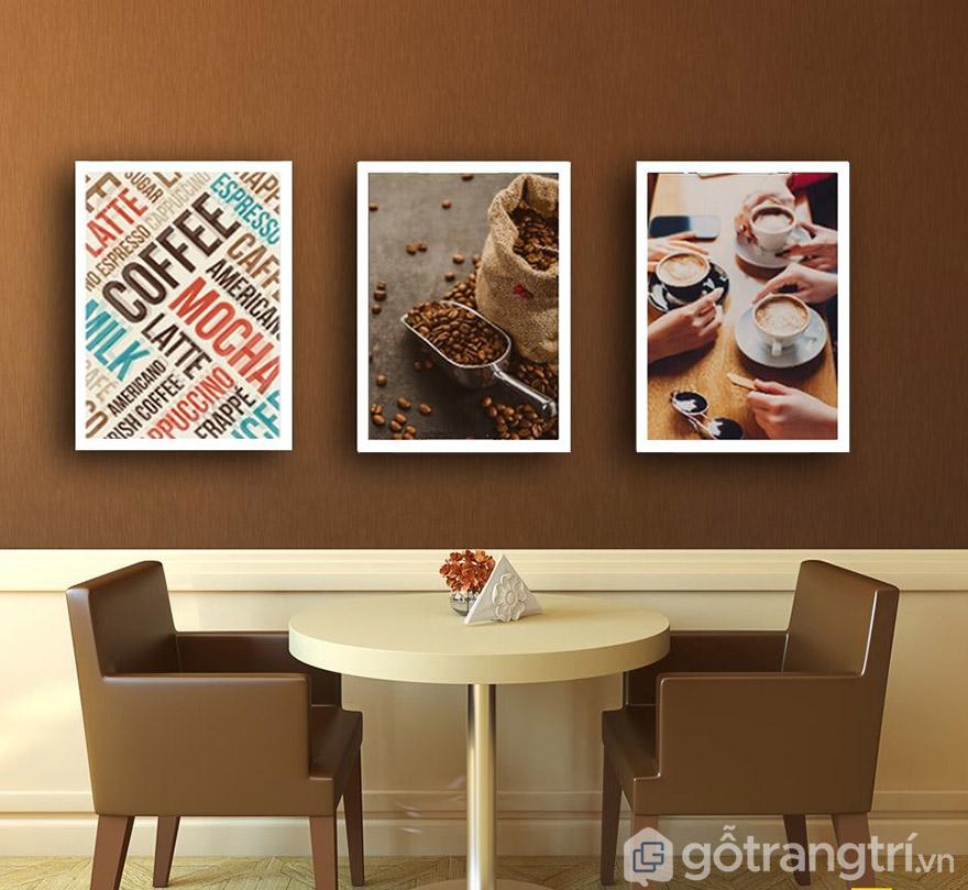 Nghệ thuật dùng tranh để trang trí không gian quán cafe tạo chất riêng.