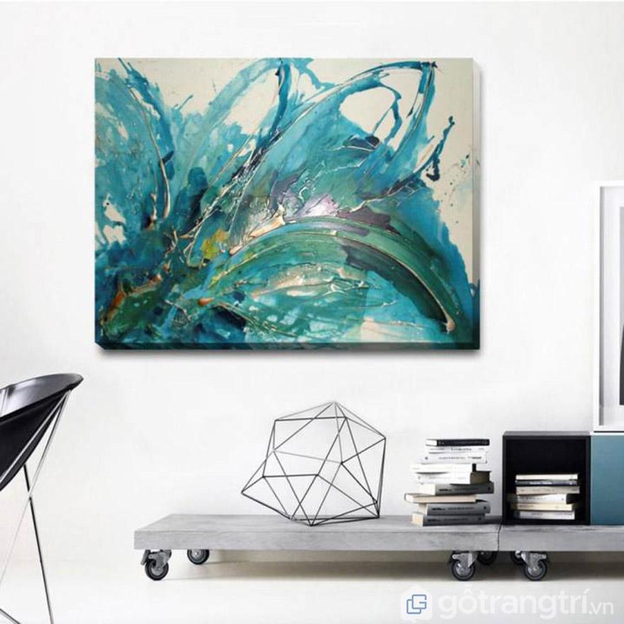 Văn phòng sáng tạo với tranh treo tường nghệ thuật.