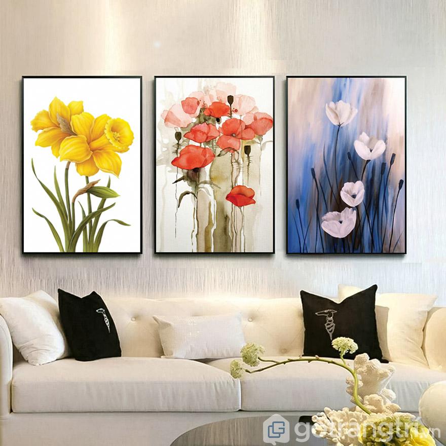 Tranh nghệ thuật hoa giúp không gian tươi mới dù là phòng khách hay phòng ngủ.