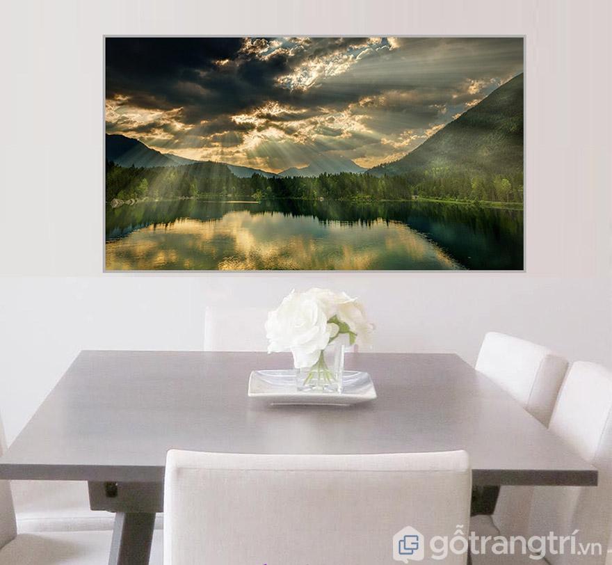 Cảnh bình minh luôn đẹp và tạo không gian phòng khách sáng bừng, đầy ấn tượng.