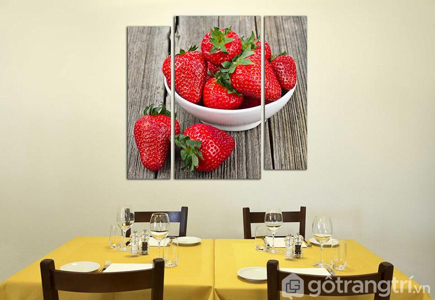 Phòng bếp đẹp ấn tượng với những mẫu tranh chuoj sự vật, hoa quả, bàn ăn.
