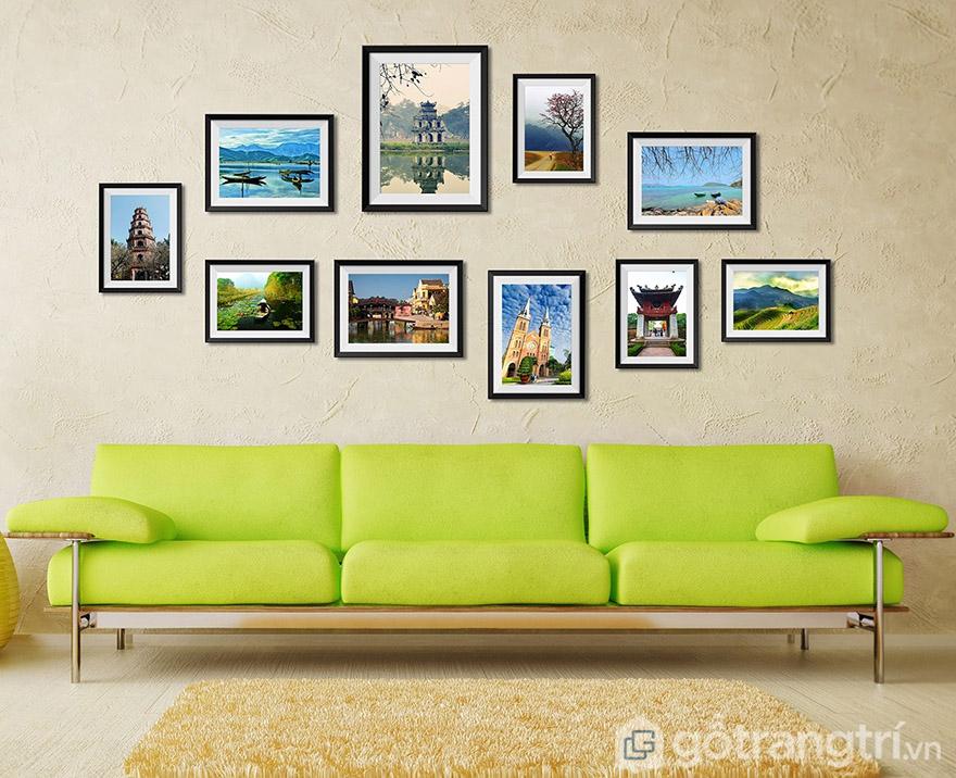 Bạn có thể kết hợp nhiều bức tranh về danh lam thắng cảnh để treo phòng khách.