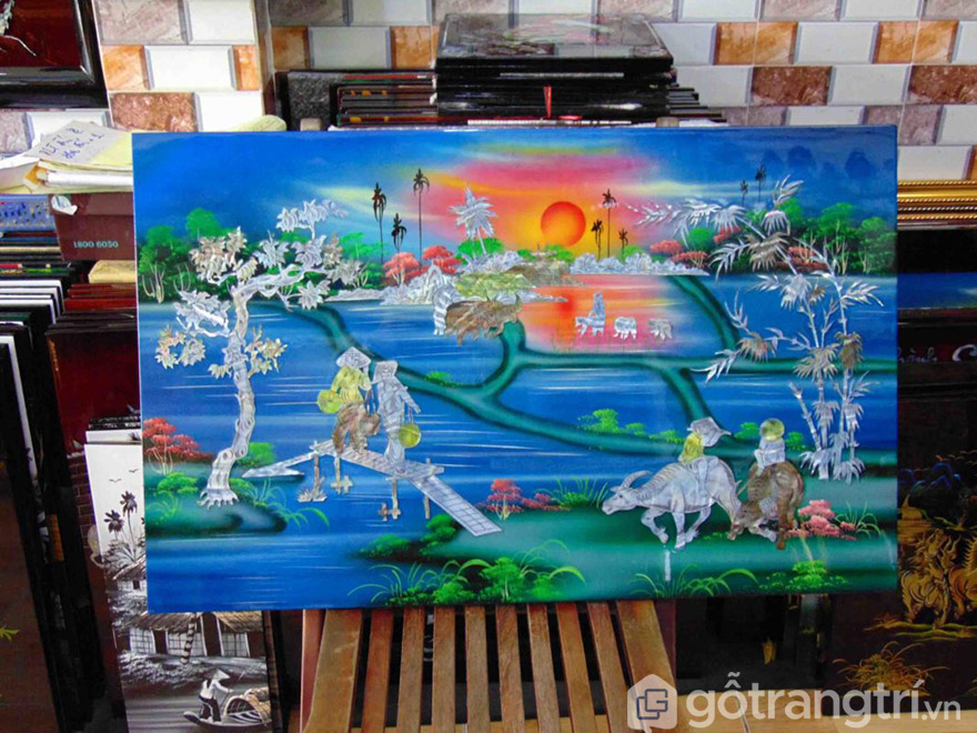 Tranh sơn mài về phong cảnh làng quê cũng đang là mẫu tranh được nhiều người yêu thích.