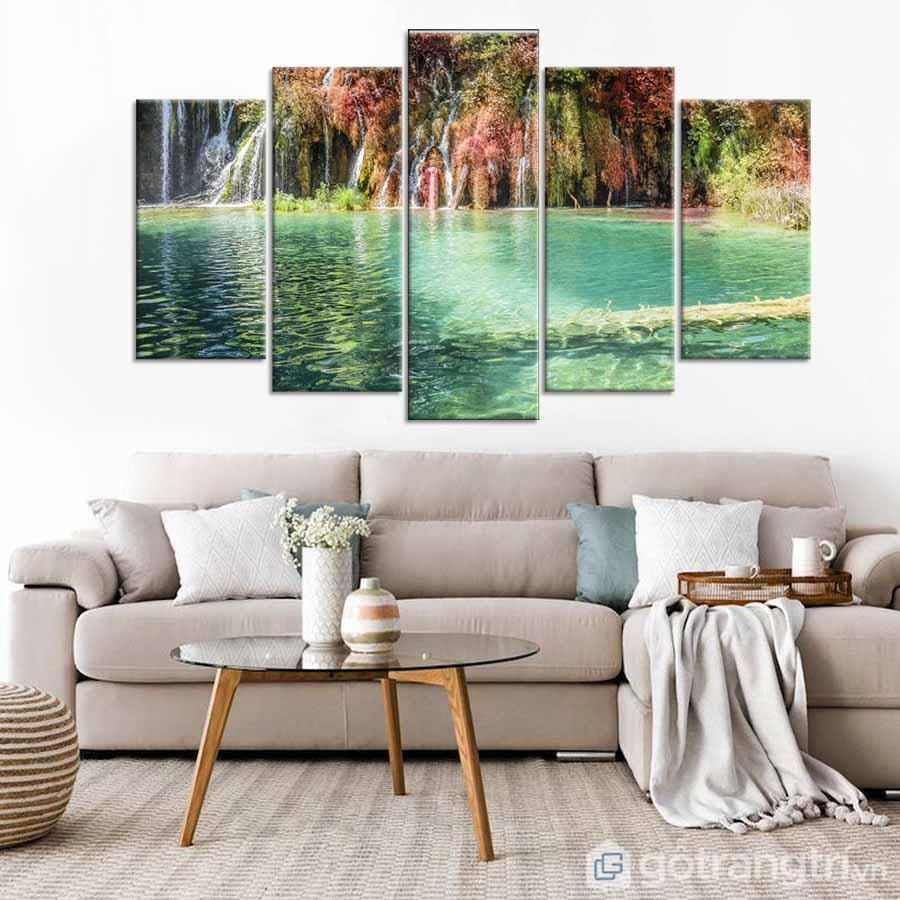 Vị trí treo tranh vải Canvas trong phòng khách tốt nhất chính là sau sofa