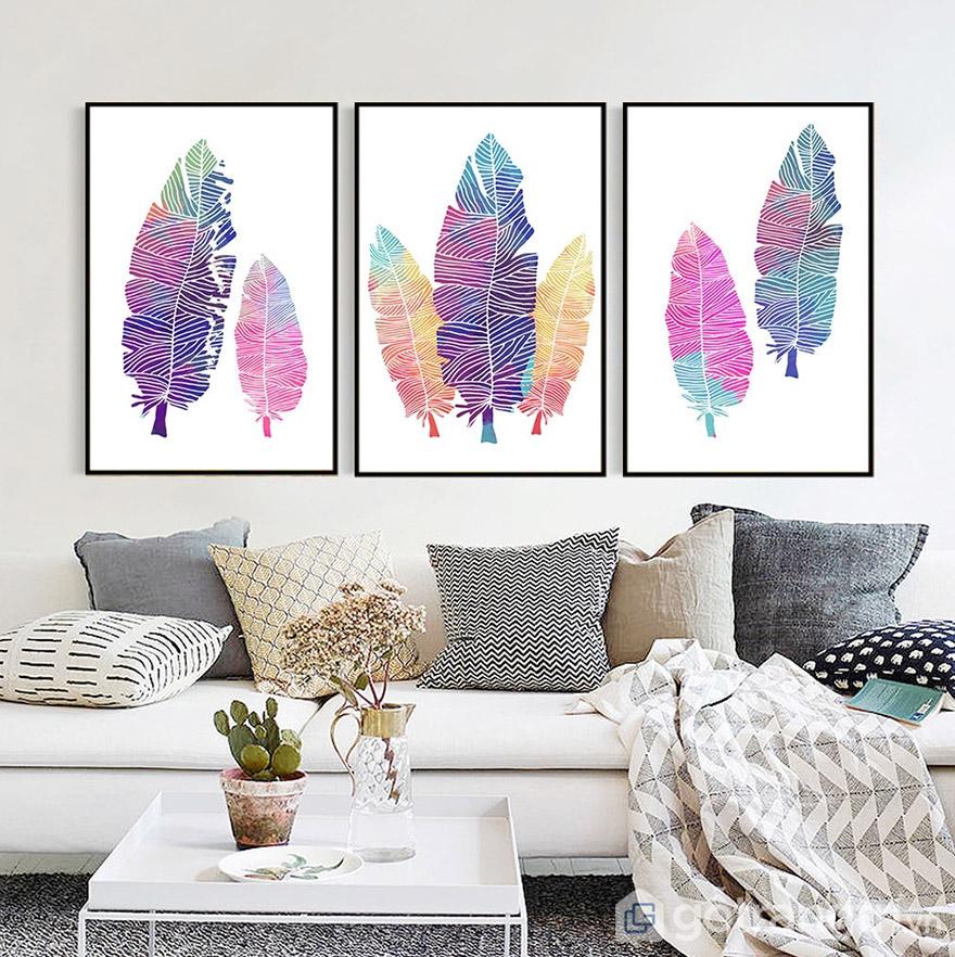 Một chút màu sắc mới lạ từ tranh vải treo tường để giúp không gian phòng khách luôn tươi mới.